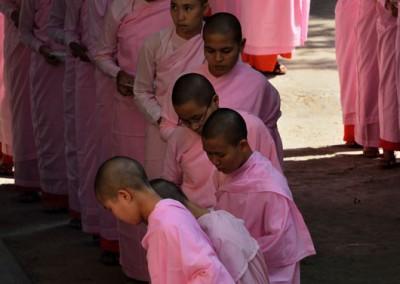 Quête des nonnes - Mandalay