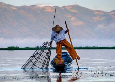 BIRMANIE, MYANMAR, LAC INLE, PECHEUR INTHA//Burma, Inle Lake, Intha Fisherman