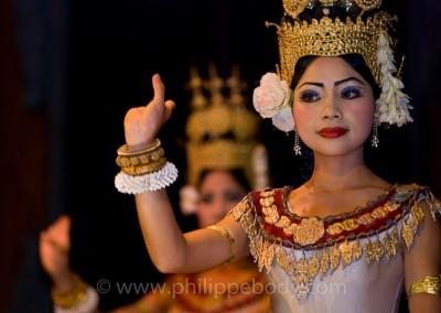 CMABODGE, ECOLE DE DANSE CLASSIQUE//CAMBODIA, KHMER DANCE SCHOOL