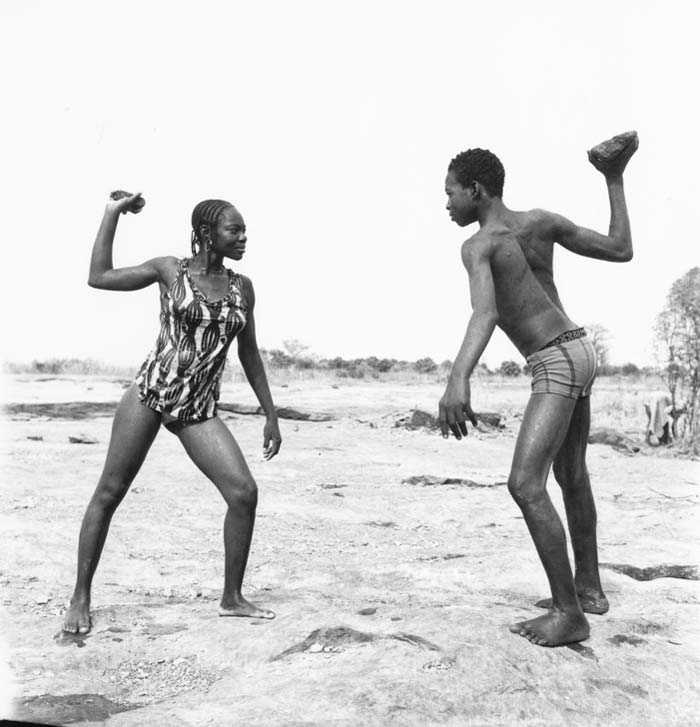 Sidibé - friends fighting with stones